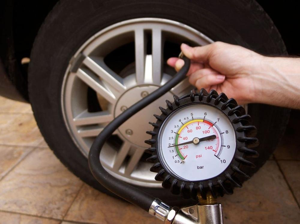 Kinh nghiệm bơm lốp ô tô luôn ''chuẩn áp suất''